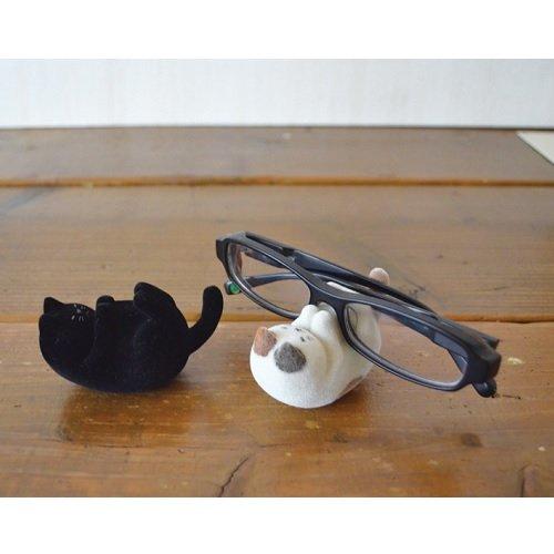 かわいいネコがごろんとメガネをキープ「DECOLE ネココロ ねころんメガネホルダー」001