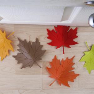 大きな落ち葉がドアを固定「QUALY ドアストッパー Autumn」004