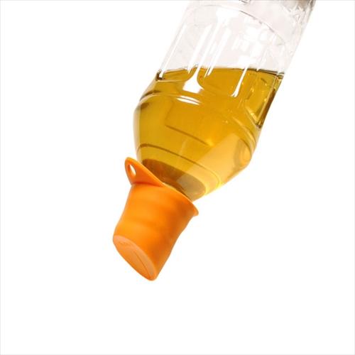 逆さにしてもこぼれない不思議なキャップ ペットボトル用キャップ「KissII シリコンマルチキャップ」001
