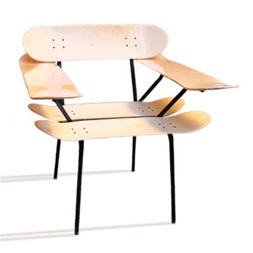 スケートボードが椅子に「Indigo sea スケートボード デッキ」001