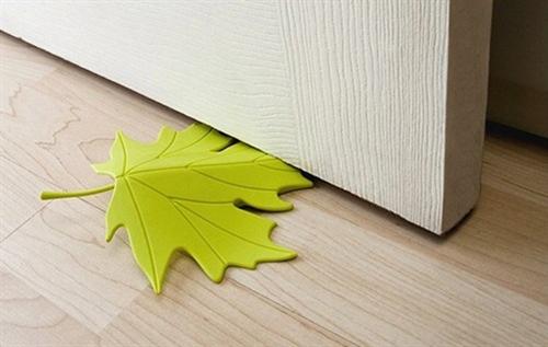 大きな落ち葉がドアを固定「QUALY ドアストッパー Autumn」001