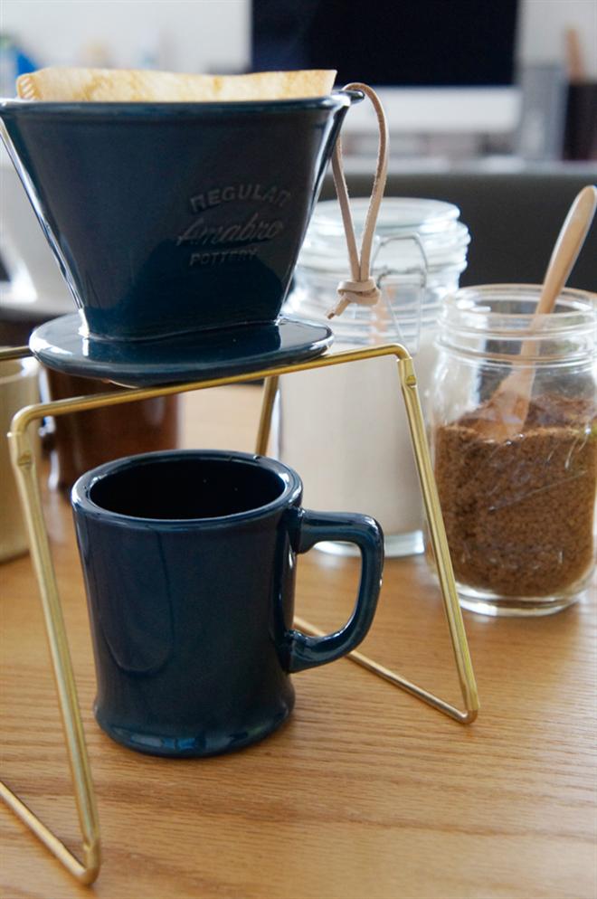 和食器に使われる釉薬で色付けした陶器のコーヒードリッパー amabro REGULAR DRIPPER001