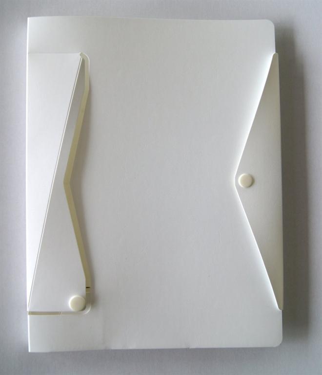 パソコン仕事でのお供にどうぞ ノートを立てて開けるノートカバー001