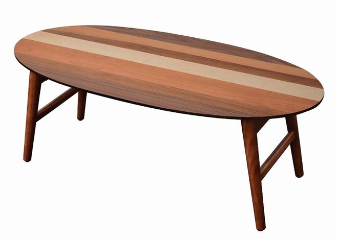 4つの木材がそれぞれの表情を見せる天板 YOGEAR オーバルテーブル 001