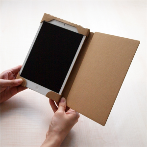 そのまま使うも良しカスタマイズするも良し ダンボールのiPad miniケース001