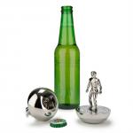 蹴るのはボールではなく王冠 サッカーのテーブルゲーム「サブテオ」のコマのボトルオープナー