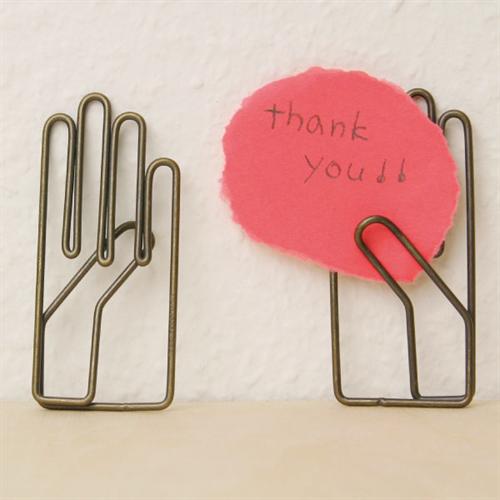 右手が「やぁ!」と手を挙げているクリップ 月光荘画材店 右手クリップ002