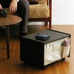 リモコンや小物を入れられるポケットが付いたサイドテーブル Floor Wagon