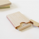紙と木の合板から作られた名刺入れ FULL SWING CARD CASE