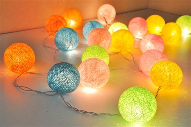 コットンが柔らかくするライトの灯り コットンボールランプ