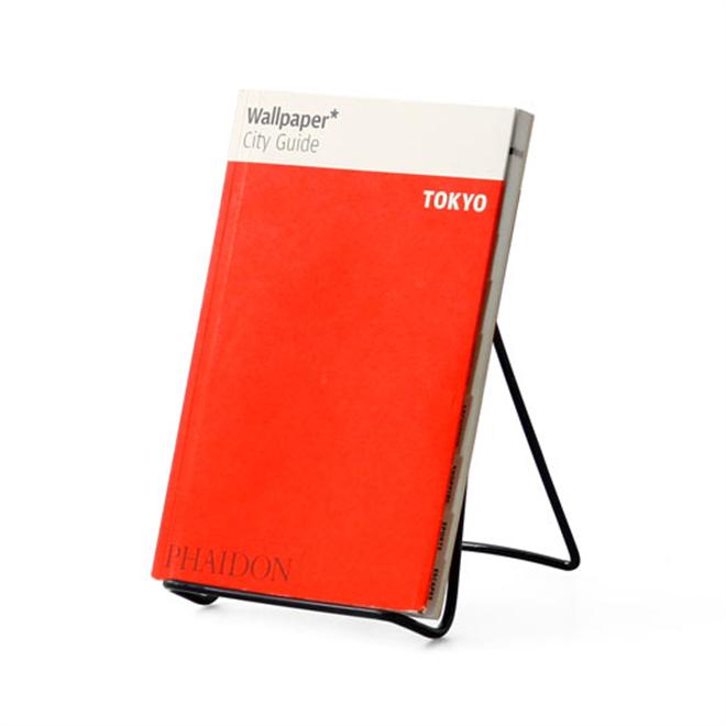 スマートフォンから本まで なんでも立てかけられる汎用性の高いワイヤースタンド Three Wire Display Stand002