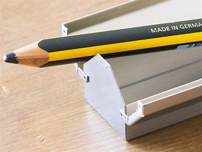 スリムな工具箱みたいなペンケース ベンディン 金属ペンケース003