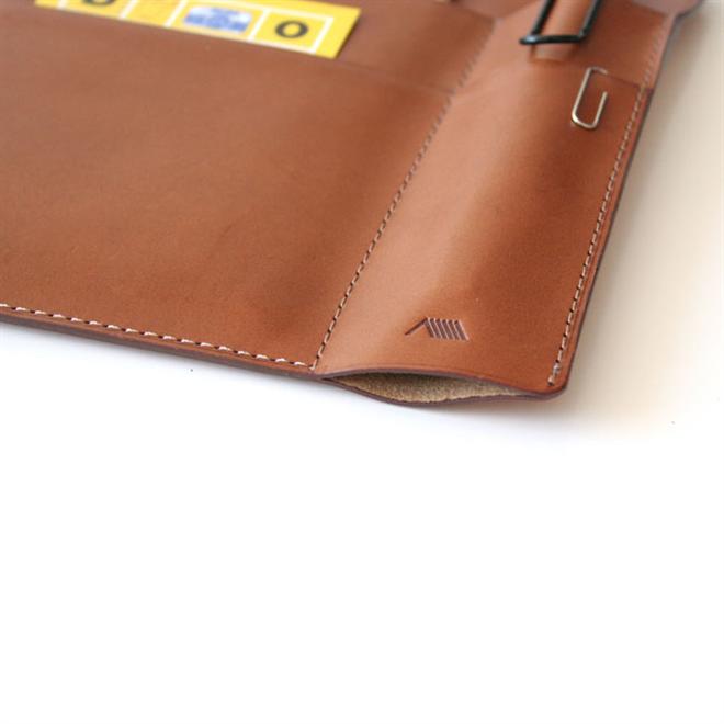 革のケースにノートやペンをまとめて持ち運び YAMASAKI DESIGN WORKS A6ノートケース003