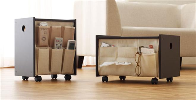 リモコンや小物を入れられるポケットが付いたサイドテーブル Floor Wagon004