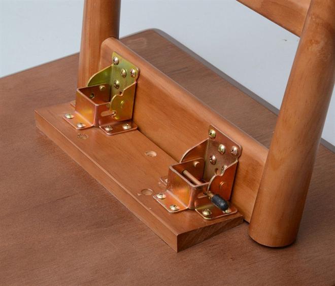 4つの木材がそれぞれの表情を見せる天板 YOGEAR オーバルテーブル 005