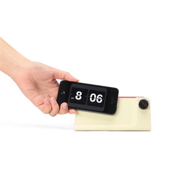 iPhoneがレトロな時計に変身 Retro Touch Speaker005