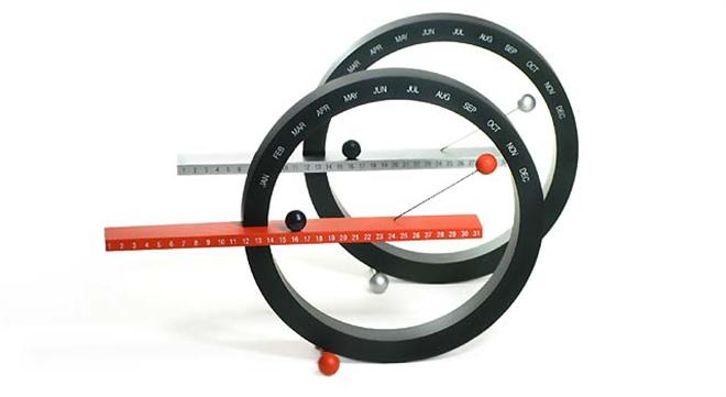 磁石で浮く球と円のカレンダー MoMA Perpetual Calendar005