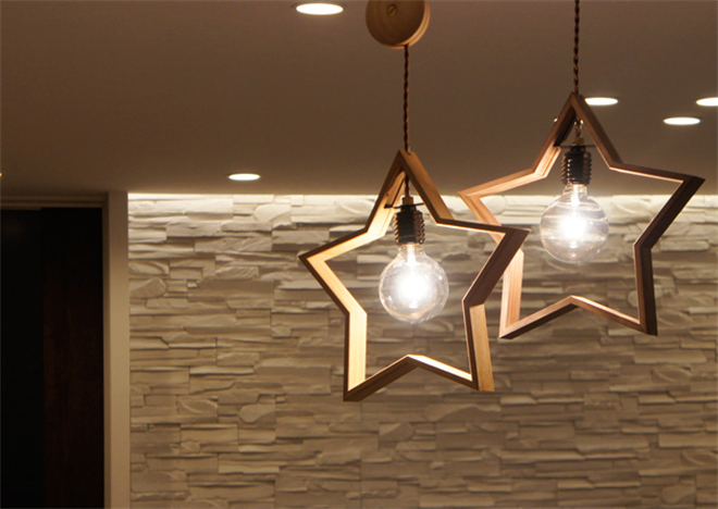 木製の星が部屋を飾る 星形のペンダントライト DOM007