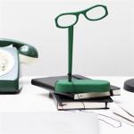 オブジェのような存在感 メガネのカタチをした読書用のルーペ See Home