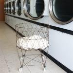 シンプルでとってもレトロなワイヤーランドリーバスケット Collapsible Laundry Basket
