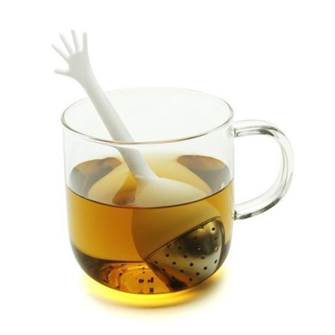 紅茶から「Help Me!」を求める手が プロパガンダ ヘルプ! ティーフィルター001