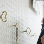 ゼンマイの形をしたネジ込み式の壁掛けフック FUTAGAMI ゼンマイフック 菱型 豆型