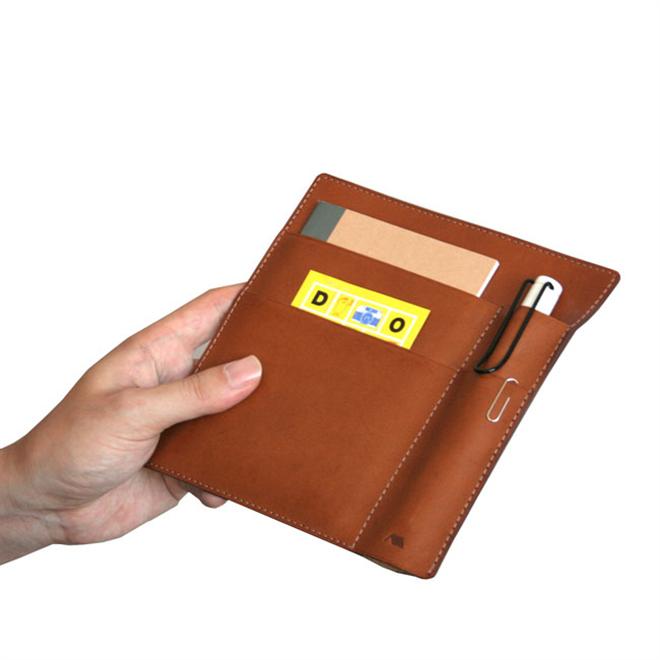 革のケースにノートやペンをまとめて持ち運び YAMASAKI DESIGN WORKS A6ノートケース002
