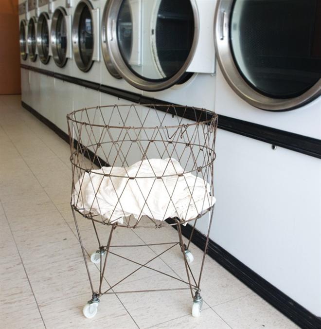シンプルでとってもレトロなワイヤーランドリーバスケット Collapsible Laundry Basket003