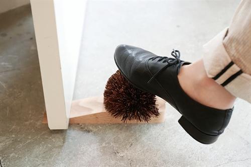 靴の泥を落としてくれるかわいいハリネズミ ハリネズミのドアストッパー004