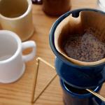 和食器に使われる釉薬で色付けした陶器のコーヒードリッパー amabro REGULAR DRIPPER