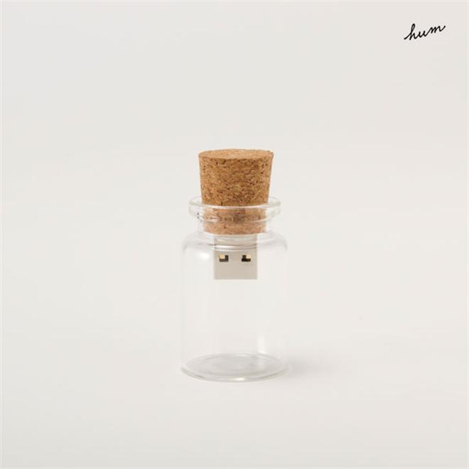 大事なデータを小瓶の中に保管 コルクと瓶のUSBメモリ hum blank001