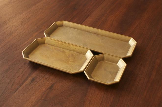 使えば使うほど味が出る 真鍮で作られた鋳物のトレー FUTAGAMI 文具トレイ003