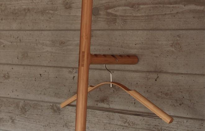 竹馬みたいな壁に立てかけるコートハンガー TEORI TAKEUMA004