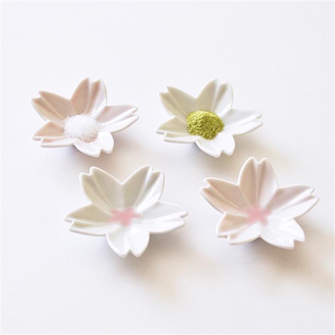 調味量を入れると咲く桜 さくらの形をした小皿 Age Design hiracle004