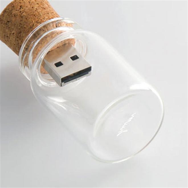 大事なデータを小瓶の中に保管 コルクと瓶のUSBメモリ hum blank004