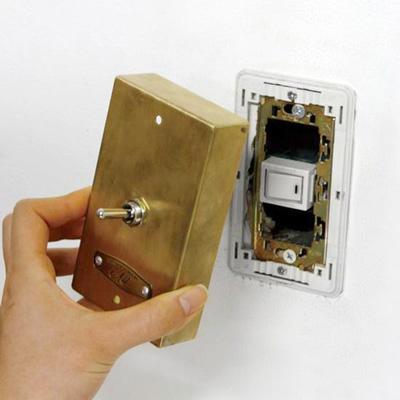 壁に取り付ける照明のスイッチをレトロなトグルスイッチに GoodyGrams Add RUSTY SWITCH BOX005