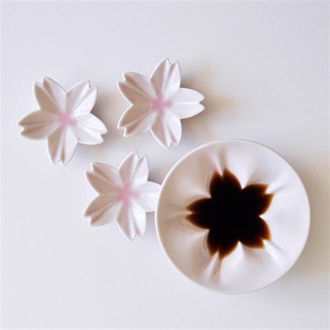調味量を入れると咲く桜 さくらの形をした小皿 Age Design hiracle005