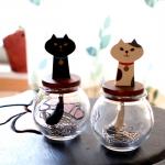ボトルからクリップを取り出してくれるネコのしっぽ  猫しっぽクリップボトル