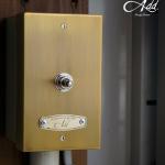 壁に取り付ける照明のスイッチをレトロなトグルスイッチに GoodyGrams Add RUSTY SWITCH BOX
