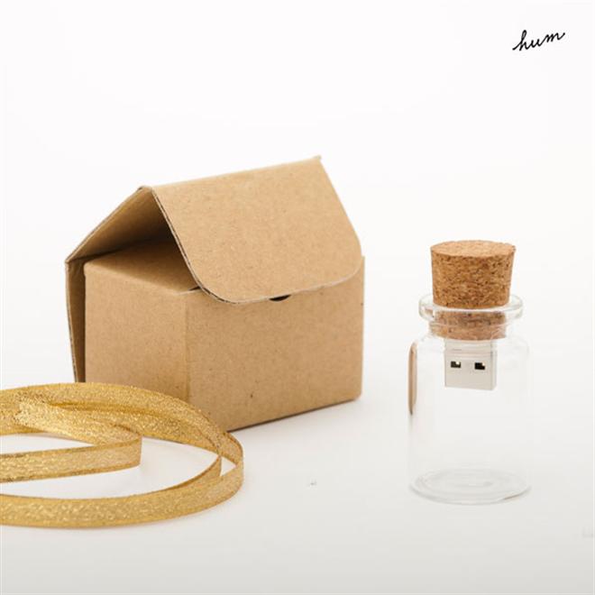 大事なデータを小瓶の中に保管 コルクと瓶のUSBメモリ hum blank002