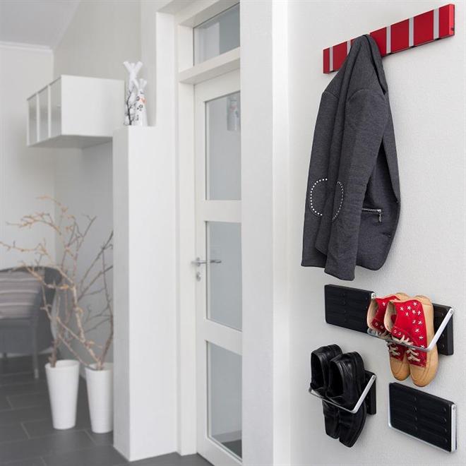 靴を壁に引っ掛けて飾るシューズラック KNAX ZJUP002