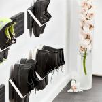 靴を壁に引っ掛けて飾るシューズラック KNAX ZJUP