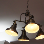 釣り鐘をイメージしたアンティーク調の4灯ランプ Rusty 4 Cup