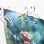 写真を洗濯物みたいに吊るせます ハンガーのカタチをしたクリップ +d photo hanger