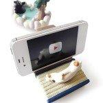かわいいにゃんこがスマートフォンでまったりタイム ネコのスマートフォンスタンド「まったりシアター」