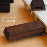 一口サイズのチョコレートみたいな木製のUSBメモリ Chocolat