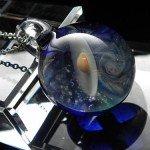 地球と土星をガラスに閉じ込めたペンダント 土星&地球ガラスネックレス