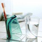 コップと歯ブラシスタンドが一体化 QUALY Flip Cup