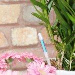 植木への水やりのタイミングを教えてくれる スティック型の水分計 サスティー