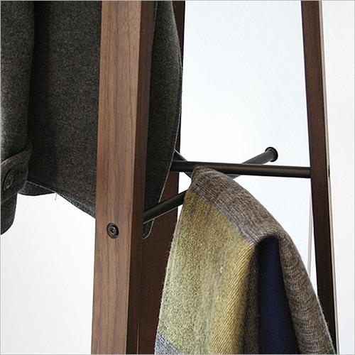 anthem Hanger003